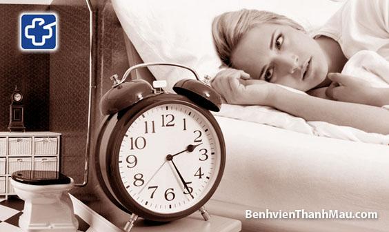 Chứng tiểu đêm nhiều lần ở phụ nữ và những điều cần lưu ý