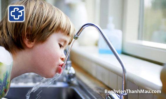 Bạn biết được bao nhiêu vai trò của nước uống đối với cơ thể?